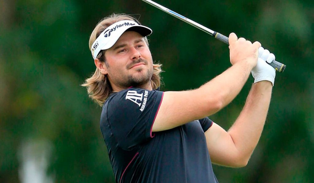 set up Victor dubuisson